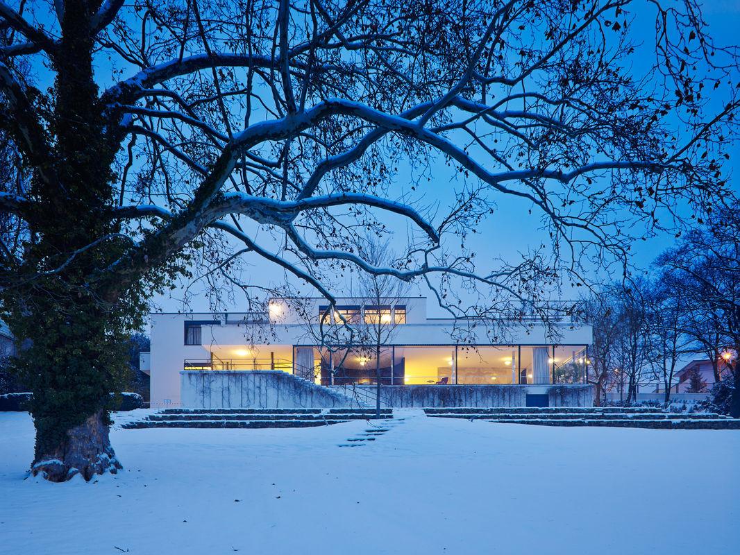 pandora film produktion villa tugendhat. Black Bedroom Furniture Sets. Home Design Ideas